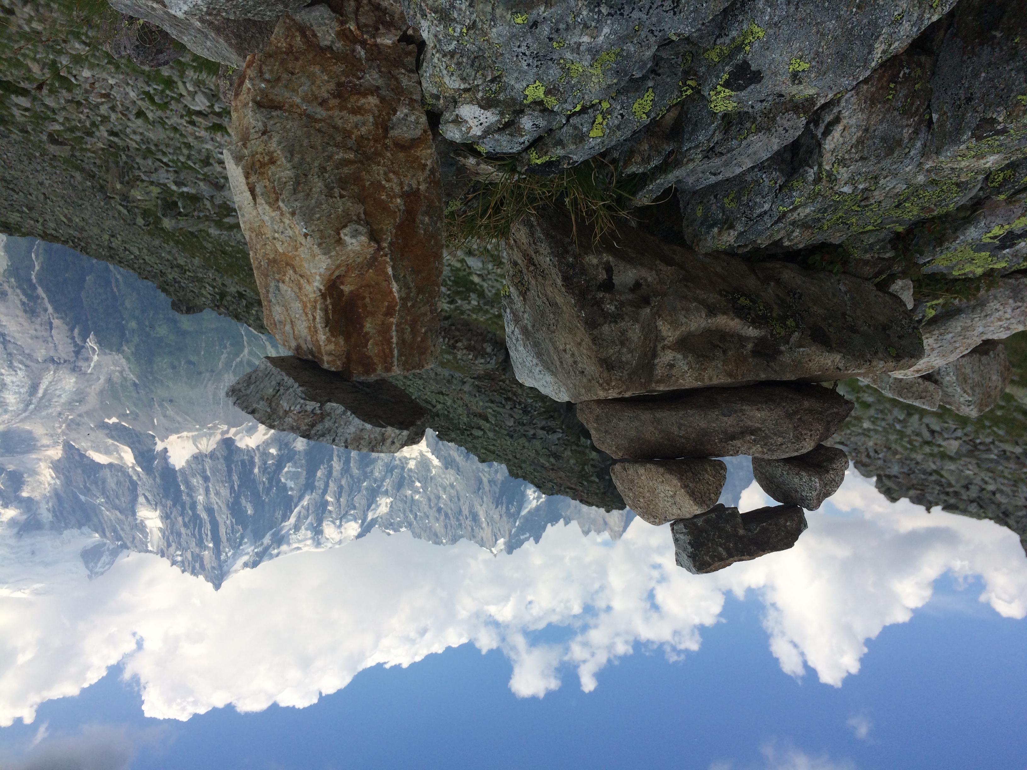 cairn, face à l'Aiguille du Midi